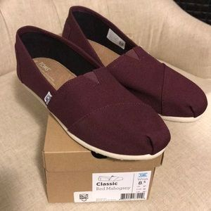 NWT Toms Classic Red Mahogany Size 8.5